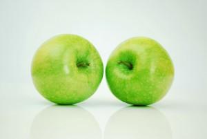 Bei einer Kreuzallergie reagiert der Körper auch auf Äpfel allergisch, wenn eine Allergie gegen Birkenpollen vorliegt.