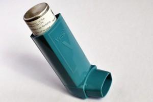 Ein Aerosolsprays hilft bei einer Inhalationsallergie.