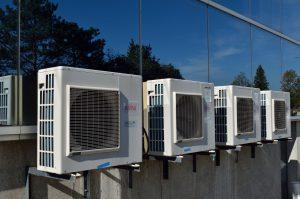 Klimaanlagen sollten zur Vermeidung der Schimmelpizlallergie regelmäßig gewartet werden.