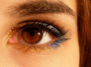 Die Allergische Bindehautentzündung als allergische Reaktion führt zu Rötungen und Entzündungen am Auge.