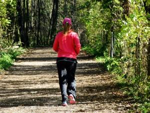Sport wie Ausdauersport bim Joggen hilft bei Asthma.