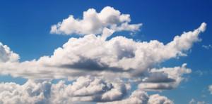 Neben schädlichen Wirkungen wie Reizungen hat Ozon auch positive Wirkungen als Schutzschicht vor der Sonne.