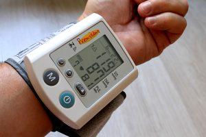 Feinstaub und Lärm können den Blutdruck erhöhen.