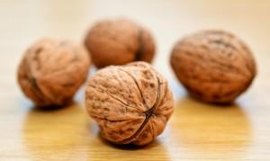 Viele Menschen reagieren auf Nüsse allergisch.