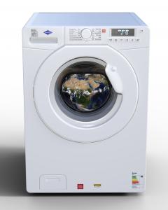 Wäsche sollte man konsequent heiß waschen mit mindestens 60° um die Milben abzutöten.