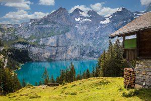 Für Allergiker eignen sich Urlaube im Gebirge ab 1200 Höhenmetern oder am Meer, da hier die Allergene seltener auftreten.