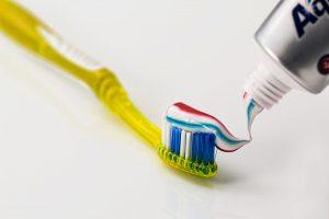 Die richtige Mundhygiene ist wichtig um Parodontitis zu vermeiden.