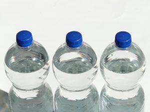 Im Sommer sollte man PET-Flaschen nicht der Sonne aussetzen.