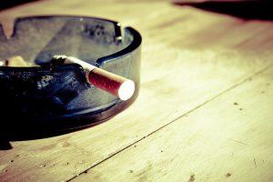 Rauchen kann einer chronische Bronchitis verursachen.
