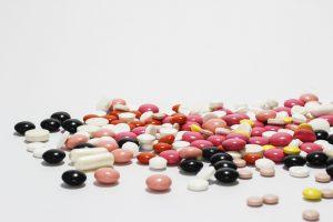 Tabletten oder Tropfen können unter die Zunge gegeben werden bei einer Hyposensibilisierung. So entfallen lästige Spritzen.