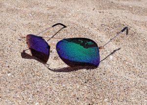 Sonnenbrillen schützen die Augen vor Pollen.