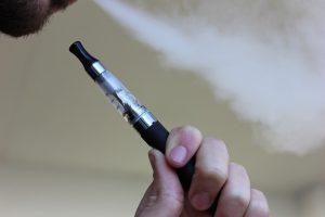 Auch E-Zigaretten können zu Allergien führen.
