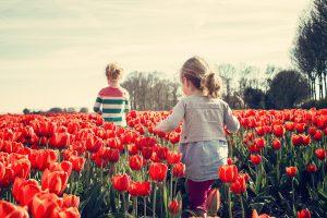 Durch richtige Verhalten beim Erziehen kann man Kinder besonders effektiv vor Allergien schützen.
