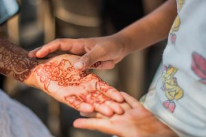 Eine Henna-Tattoo kann eine lebenslange Allergie auslösen.
