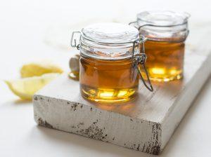 Hausmittel gegen Allergien. So kann unbehandelter Honig bei Allergien helfen.