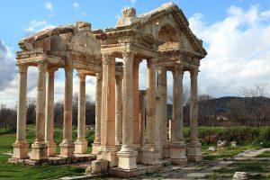 Schon im antiken Rom waren Allergien, wie Heuschnupfen als die Rosenkrankheit bekannt.