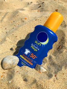 Sonnenschutz schützt vor Hautkrebs und vorzeitiger Hautalterung.