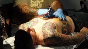 Das Tattoo-Allergierisikio wird beim Stechen eines Tattoos häufig unterschätzt.