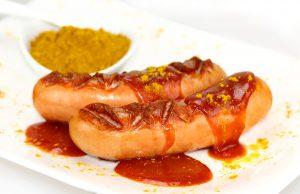 Die Currywurst kann zur Curryallergie führen.