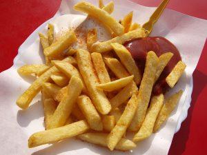 In gekochter oder frittierter Form wie bei den Pommes führen Kartoffeln selten zu Allergien.