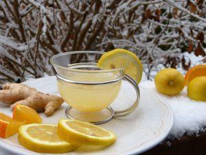 Kommt es nach dem Verzehr von Ingwer oder Speisen in den Ingwer enthalten ist spricht man von einer Ingwerallergie. Ingwer kann unter anderem als Tee zubereitet werden.