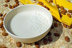 Bei einer Caseinallergie gilt es Milchprodukte und Milch zu meiden.