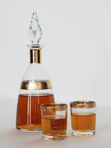 DieAlkohol-Allergie führt zu allergischen Symptomen nach dem Verzehr von alkoholischen Produkten.