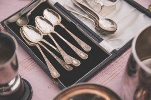 Bei einer Silberallergie kann Essbesteck aus echtem Silber zu Beschwerden führen.