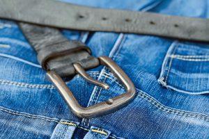 Beim Verdacht auf eine Allergie sollte man bestimmte Kleidungsstücke meiden.