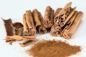 Das Gewürz Zimt, auf Englsich cinnamon, kann zur Zimtallergie führen.