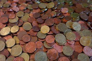 Münzen, auf Englisch coins, können Kupfer enthalten und zur Kupferallergie führen.