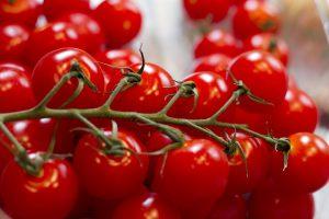 Das in der Tomate enthaltene Histamin kann zu einer Tomatenallergie führen.