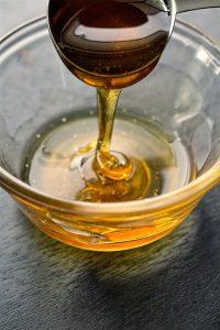 Honig kann zu Symptomen einer Lebensmittelallergie führen.