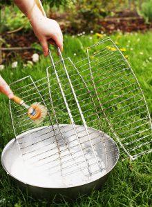 Bei einer Allergie sollte man schonende Reiniger nutzen und keine Reiniger mit Duftstoffen.