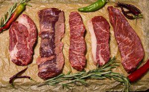 Bei einer Fleischallergie sind häufig die enthaltenen Proteine problematisch.