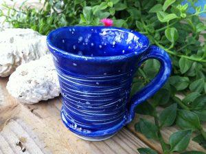 Zum Kobaltblau-Färben von Tassen nutzt man heute kein echtes Kobalt mehr, es kann zu einer Kobaltallergie führen.