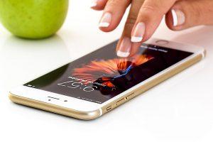 Die verarbeiteten Materialien des Handys können zu einer Handyallergie führen.