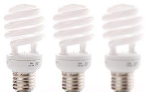 Auch vermeintlich umweltschonende Energiesparlampen enthalten Quecksilber und müssen daher gesondert entsorgt werden.