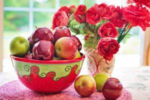 Eine Obstallergie kann durch Obst wie Äpfel ausgelöst werden.