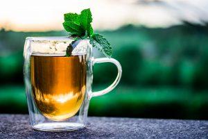 Tee kann mit seinen Inhaltsstoffen und möglichen Zusatzstoffen zu einer Teeallergie führen.