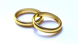 Schmuck wie Ringe aus Gold enthalten häufig auch andere Metalle, je nach Goldfarbe.