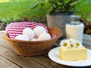 Calcium aus Milchprodukten dient nicht nur als Antiallergikum, es unterstützt auch den Aufbau von Zähnen, Knochen und Haaren.