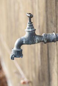 Wasserfilter können mögliche Allergene aus dem Trinkwasser filtern.