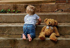 Häufig sind Kleinkinder von der Krätze betroffen.