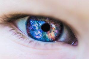 Bei der Kontaktlinsen-Allergie führt häufig die Reinigungsflüssigkeit zu Beschwerden.