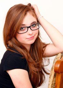 Brillen aus Horn und in Hornoptik sind auch als modisches Accessoire sehr beliebt, nicht nur für Frauen. Sie wirken besonders markant und betonen die Augenpartie.