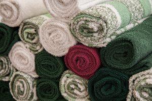 Weichspüler machen die Wäsche flauschig, kuschelig und verpassen ihr einen frischen Duft.