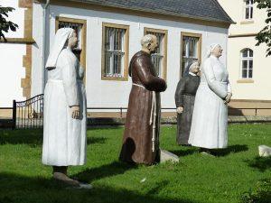 Die Klostermedizin setzt bei der Behandlung auf Heilkräuter.