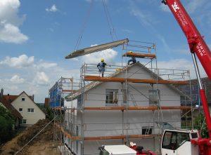 Schon beim Hausbau, englisch housebuilding, kann man auf nicht allergene Baustoffe achten.
