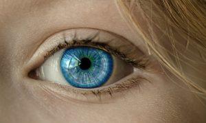 Menschen mit blauen und hellen Augen leiden seltener an einer Winterdepression.